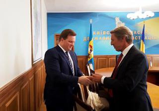 Governor Kiev Region with Cindrigo representative.
